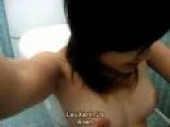 Behaarte Asia Fotze beim Masturbieren