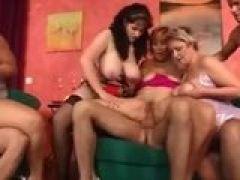 Titten Weiber bei der Sexorgie